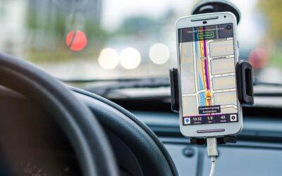 Her er reglerne du skal kende om håndtering af mobil under kørslen